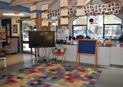 kitchen-area-with-tv-and-blueboard